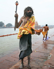吃浮尸的印度苦行僧