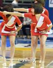 韩女团助威篮球赛