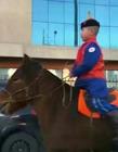 内蒙古骑马上学 内蒙古可以骑马吗