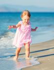 沙滩上的孩子 小孩子的图片在沙滩上