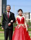 金婚夫妻�y手跑北京�R拉松