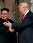 特朗普金正恩首次见面握手 见证美国朝鲜历史性一刻