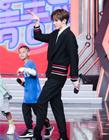 蔡徐坤录制《天天向上》上演投篮battle 与街舞少年斗舞