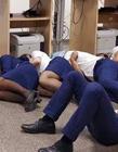 空姐集体睡地板照片