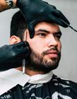 理发师剪头发图片 帅气理发师图片