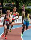 运动员接力跑比赛图片 接力跑交接棒图片