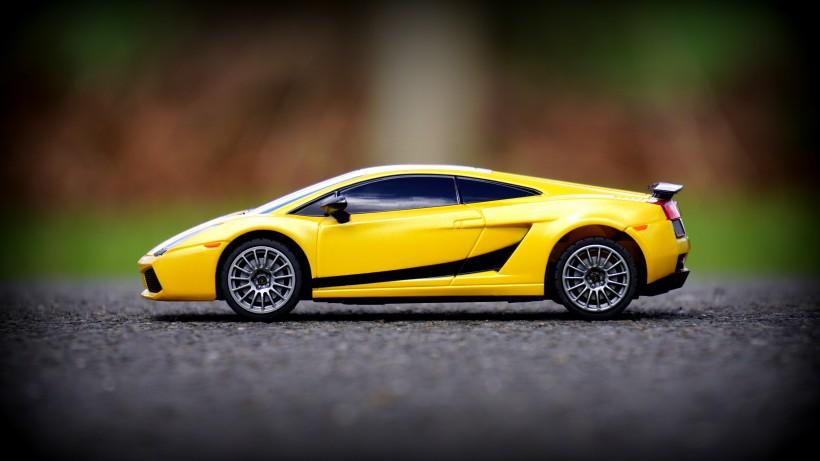 黄色玩具车图片