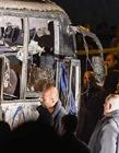 大巴在埃及金字塔附近遭遇炸�� 4人死亡大巴被炸花