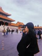 刘亦菲和家人游玩故宫生活照