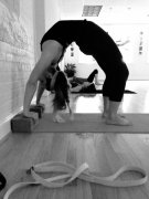 瑜伽健身动作创意图片