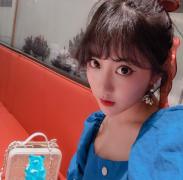 美女SNH48李艺彤生活自拍照