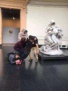 雕像创意模仿恶搞笑死人图片