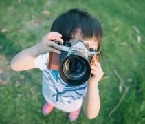 小孩子玩单反摄影可爱儿童高清图