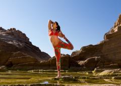 美女户外瑜伽运动的图片