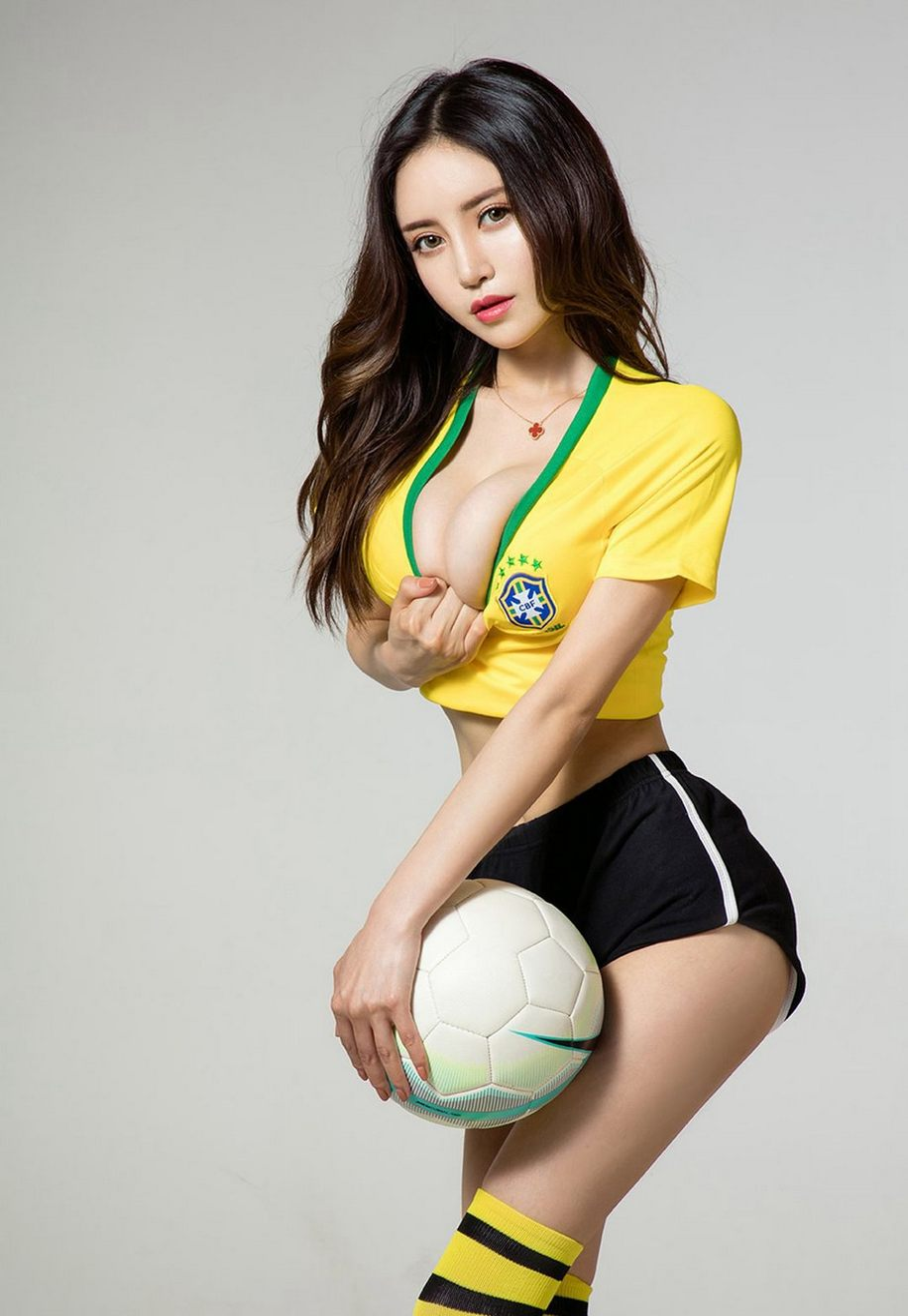 足球宝贝美女的性感写真