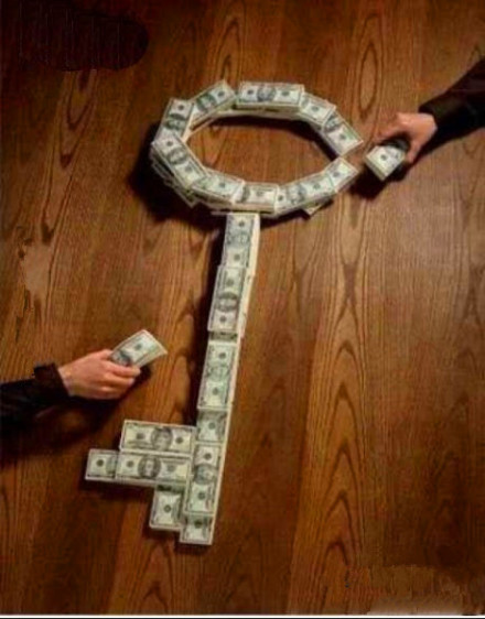 人民币折成的创意钥匙图