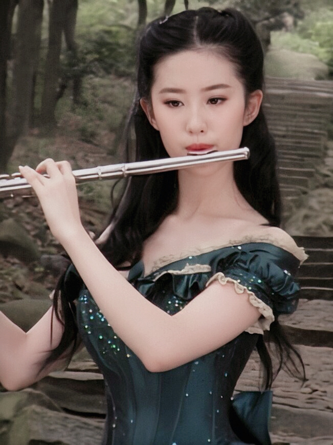 刘亦菲年轻时的照片
