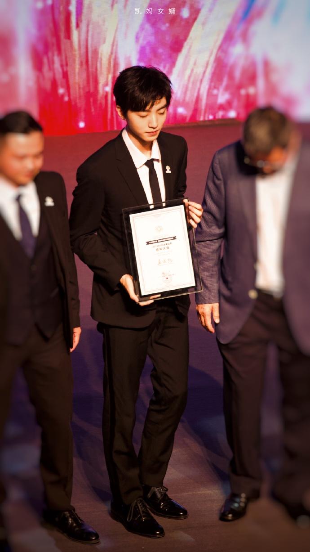 未来之声青年大使王俊凯图