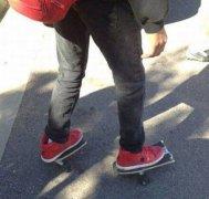 搞笑��意的滑板�D片