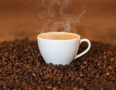 冒着热气的咖啡图片