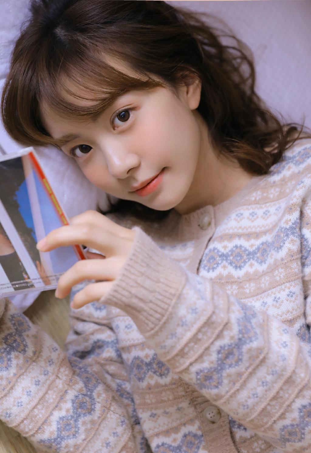 美女秘书的制服诱惑人体艺术写真