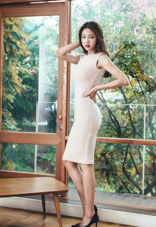 红裙美女性感妩媚诱人写真图片