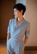 马伊�P干练衬衫职场女强人造型图片