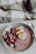 加水果的酸奶的美食图片