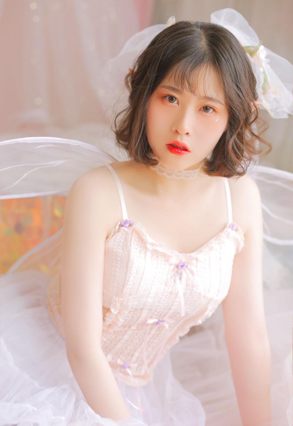 夏日泳池美女性感泳衣湿身诱惑撩人写真