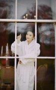 景甜可爱丸子头酒店浴袍冬季唯美高清图