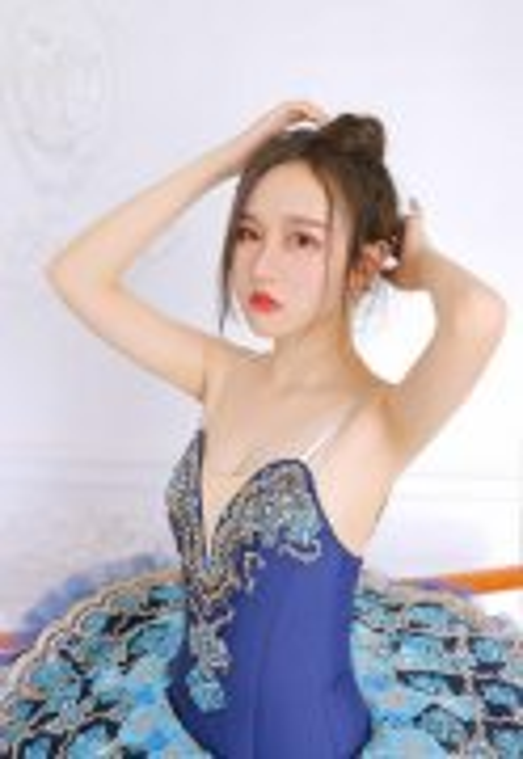 芭蕾舞美女性感诱人吊带超短裙曼妙舞姿写真图