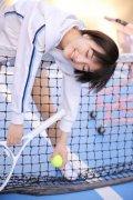 清纯短发美女模特户外操场网球小清新写真图片