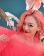 韩国美女明星崔雪莉
