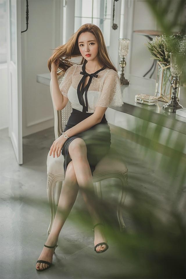睡衣清纯美女甜美慵懒床上写真图片