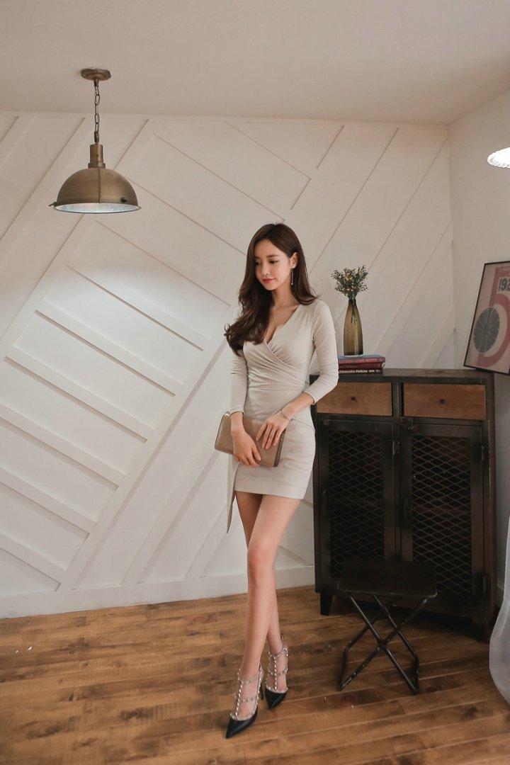 清纯气质越南美女知性优雅写真图片