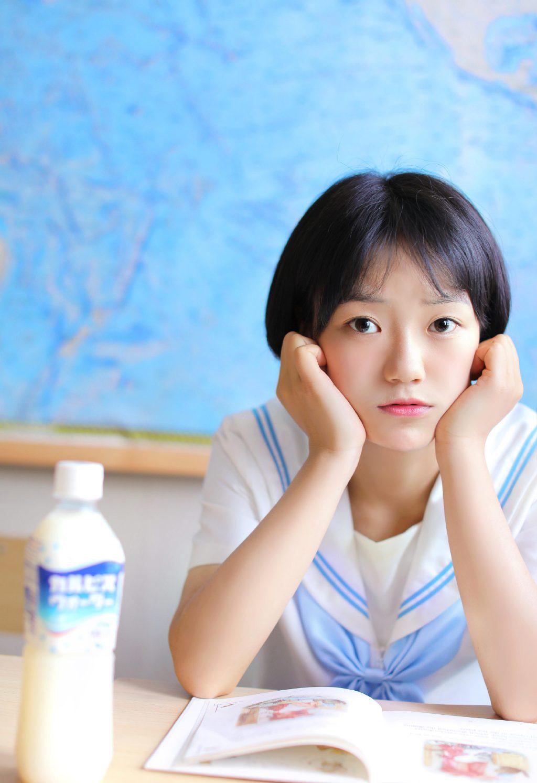 清纯日系jk制服美少女教室甜美写真图片