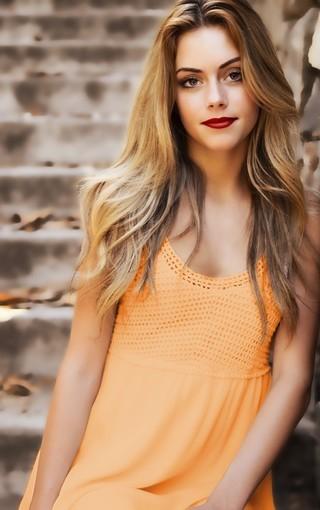 清纯美女甜美白嫩美腿户外写真图片