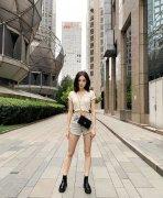 古力娜扎露肚脐性感超短裤生活自拍照私服图片
