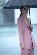 戚薇粉色西装MAC活动高清图