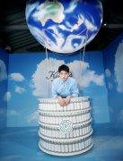 刘昊然清爽蓝色衬衫品牌活动图片