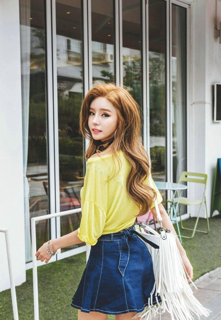 清纯美女模特吊带长腿性感写真