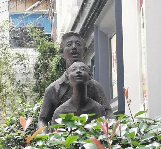 恶搞雕像的邪恶内涵搞笑图片