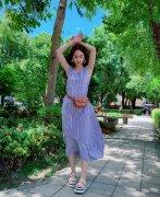 杨丞琳条纹裙小清新时髦写真图片