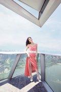 江疏影清新甜美粉色丝绒吊带裙高清活动图片