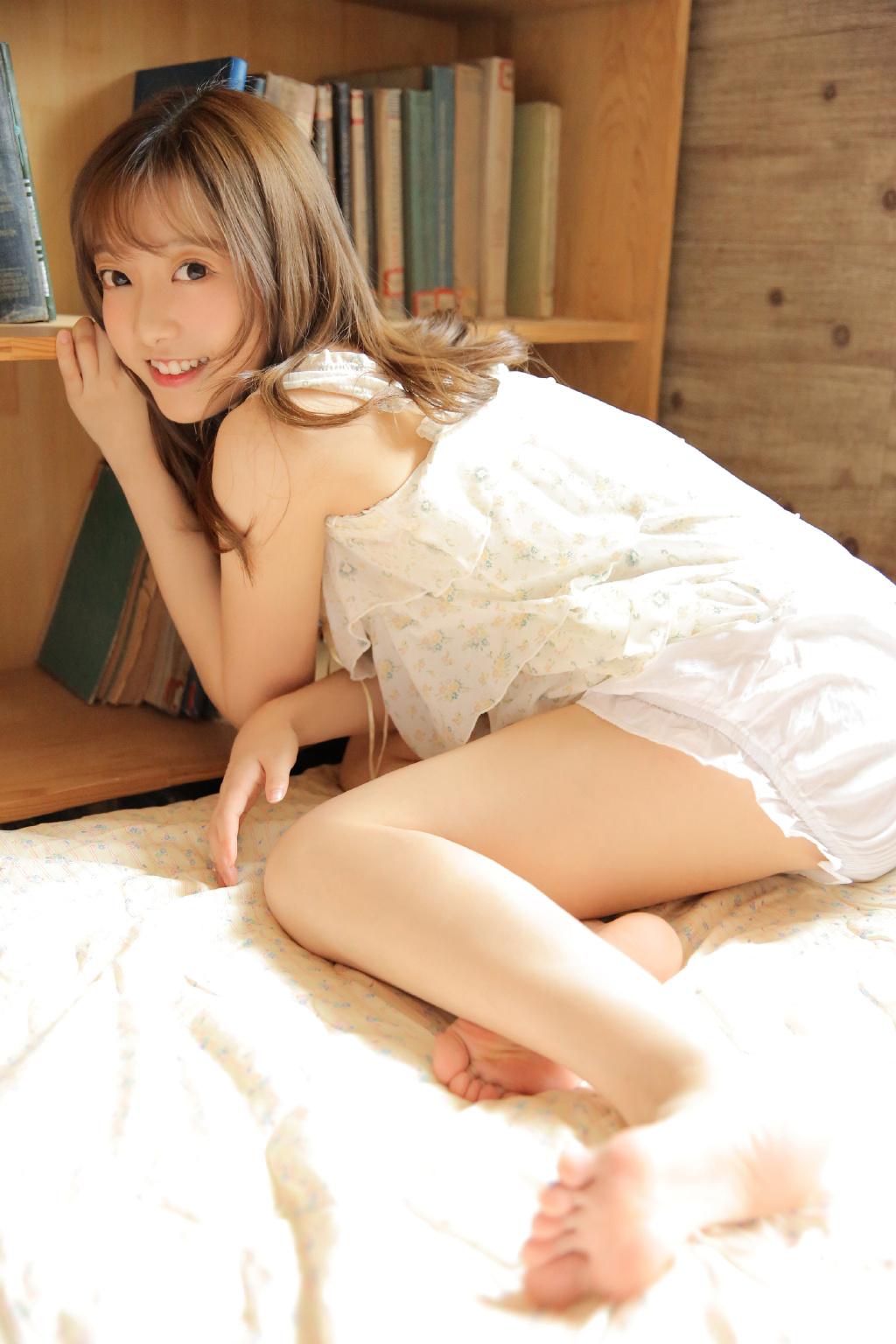 清纯美女学生妹校园