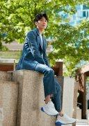 白宇帅气蓝色西装清爽写真图片