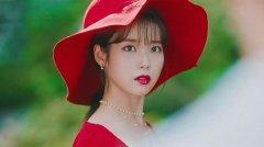 韩国美女IU李知恩复古方领红裙写真图片