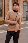 李现棕色毛衣帅气迷人街拍图片