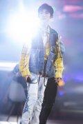 王源六周年演唱会帅气图片