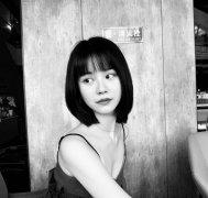 性感短发美女张依墨吊带连衣裙黑白照片